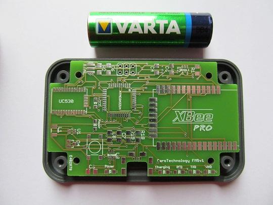 De module is bijna net zo lang als een AA-batterij