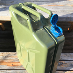 standard jerrycan transformed to a smart grid generator